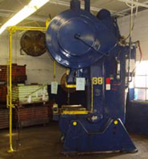 125 Ton FEDERAL OBI Press, 8 Str, 18.5 SH, 40 x 28 Bed, 45 SPM, Air Cl & Br