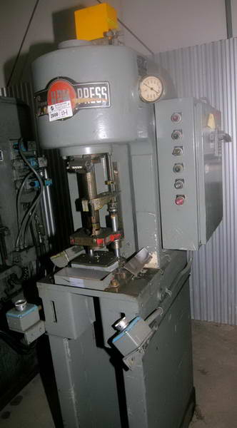 5 Ton HPM Hydraulic Press, 10 Str, 18 x 11 Bed, 6 Throat, 5 HP