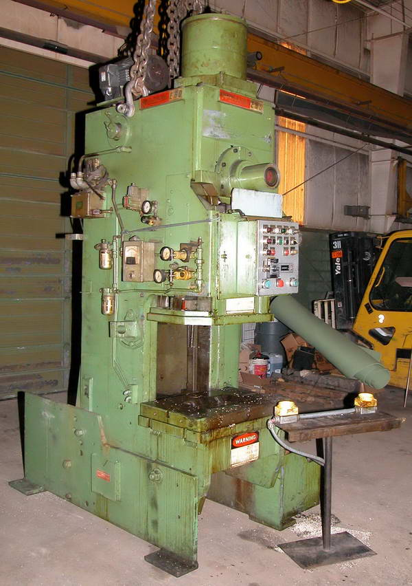 60 Ton NIAGARA OBI Press, 6 Str, 18 SH, 3 Adj, 32 x 21 Bed, 90 SPM