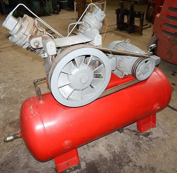 50 CFM, 125 PSI INGERSOLL RAND 15E Air Compressor, 2-Stage, Tank Mounted, 10 HP