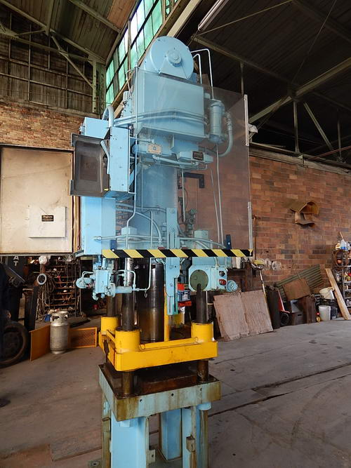 100 Ton BIRDSBORO Hydraulic Press, 18 Str, 23 Dylt, 29 x 29 OA Bed, 10 HP