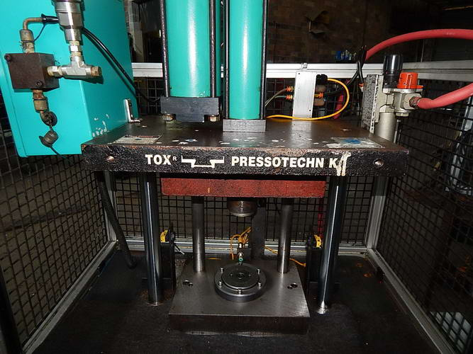 TOX PRESSOTECHNIK Pneumatic Press, 4 Ton, 7.87 Str, 15 Dylt, 20 x 14 Bed