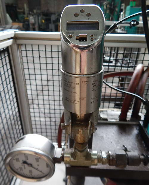 TOX PRESSOTECHNIK Pneumatic Press, 4 Ton, 5.91 Str, 14-1/2 Dylt, 17 x 14 Bed
