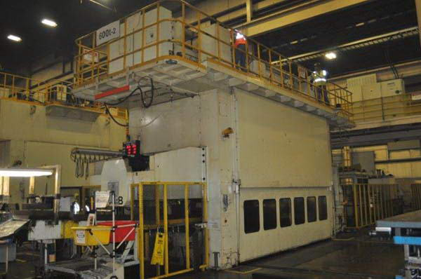 660 Ton KOMATSU SSDC Servo Press, 11.81 Str, 45.26 SH, 196.8 x 62.98 Bed