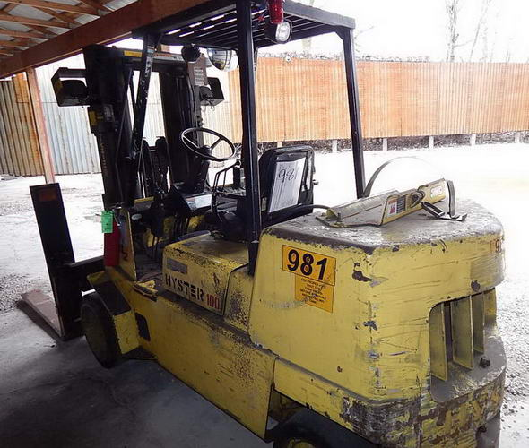 10,000 Lb HYSTER Triple Stage Fork Truck, LP, Side Shift, Plywood/Lumber Forks